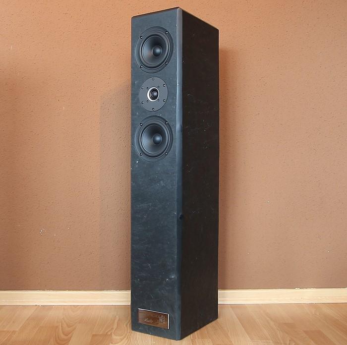Valeria Audio RIA VG 2.1 Front Seitlich1