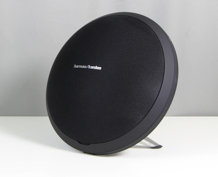 test harman kardon onyx studio eleganter klangstarker. Black Bedroom Furniture Sets. Home Design Ideas