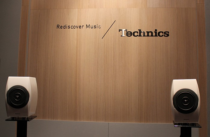 IFA_2014_technics_listening_setup_c700