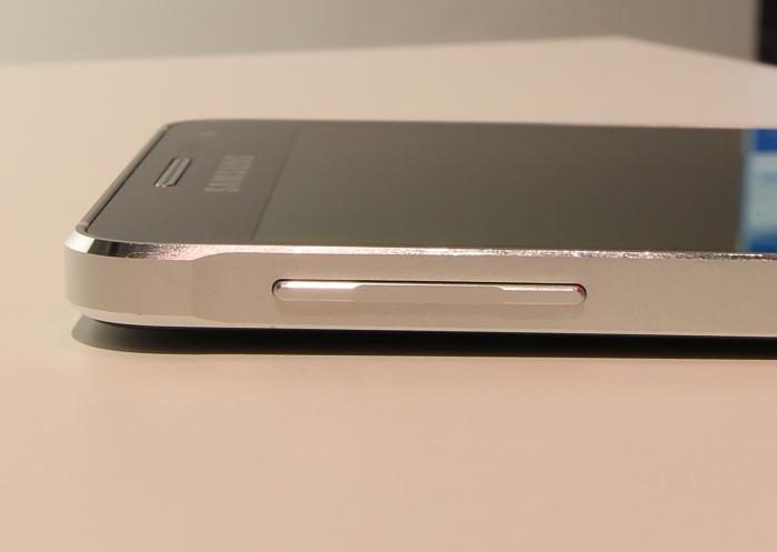 Samsung Galaxy Alpha Bedienelemente Seitlich1