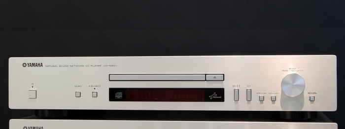 Yamaha CD-N301 Front Seitlich