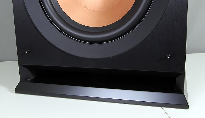Klipsch R-110SW Bassreflexoeffnung