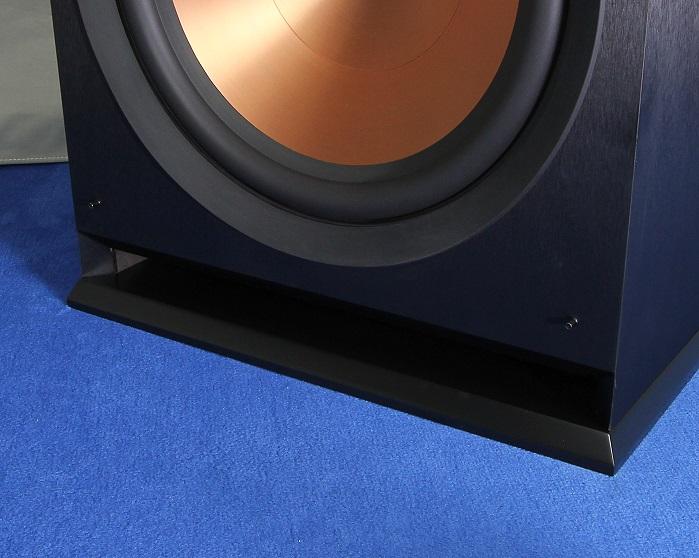 Klipsch R-115SW Bassreflexoeffnung