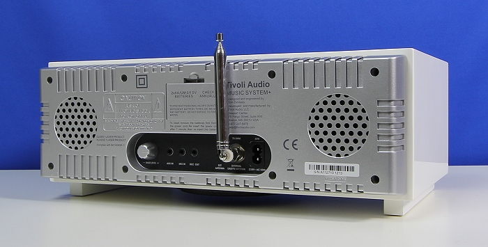 Tivoli Music System Plus Rueckseite Seitlich2