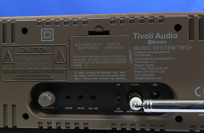 Tivoli Music System Two Plus Anschluesse Batteriefach