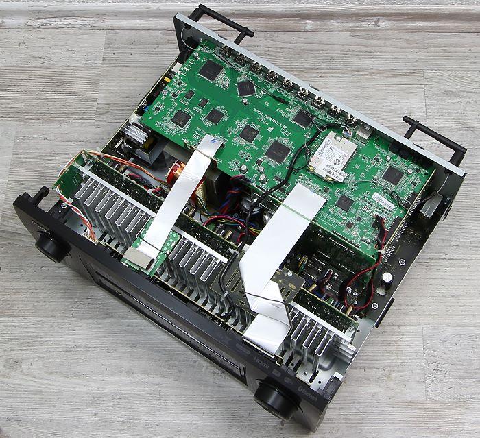 Denon AVR-X3200W Innenleben Gesamt