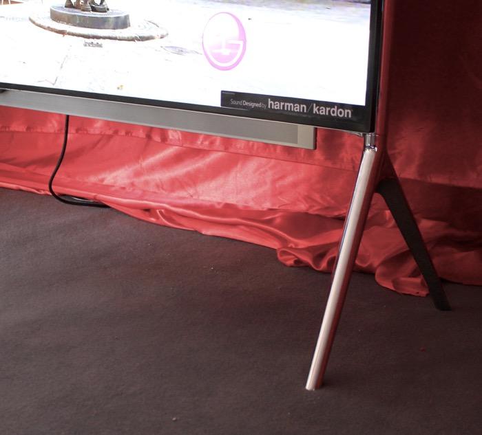 LG UB 980V 84 Zoll Detail