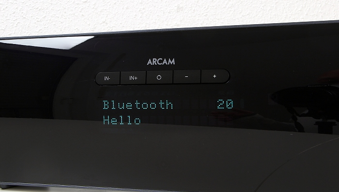 Arcam Solo Bar Set Soundbar Display Bedienelemente