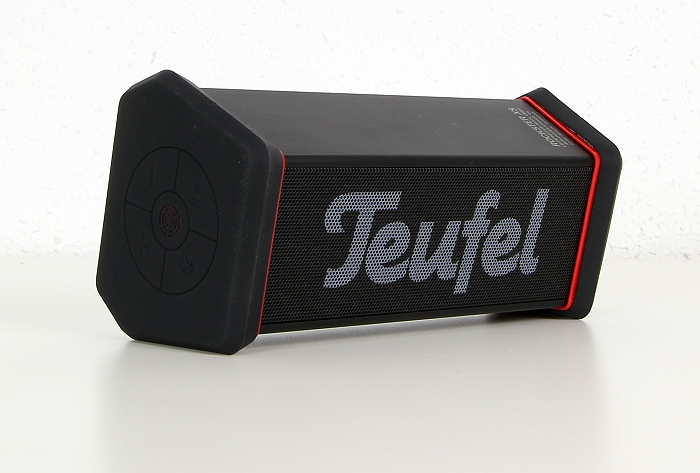 test teufel bluetooth lautsprecher rockster xs robust spritzwassergesch tzt und klanglicher. Black Bedroom Furniture Sets. Home Design Ideas