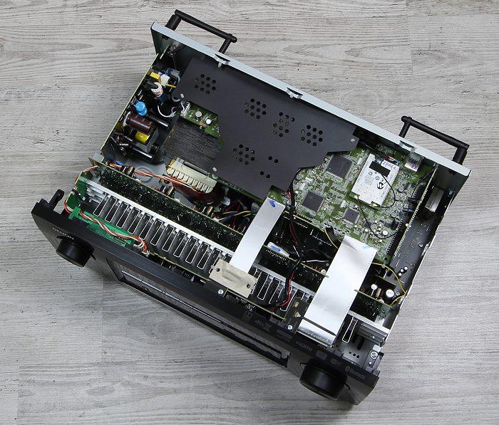 Denon AVR-X2300W Innenleben Gesamt