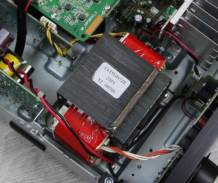 Denon AVR-X1300W Innenleben3