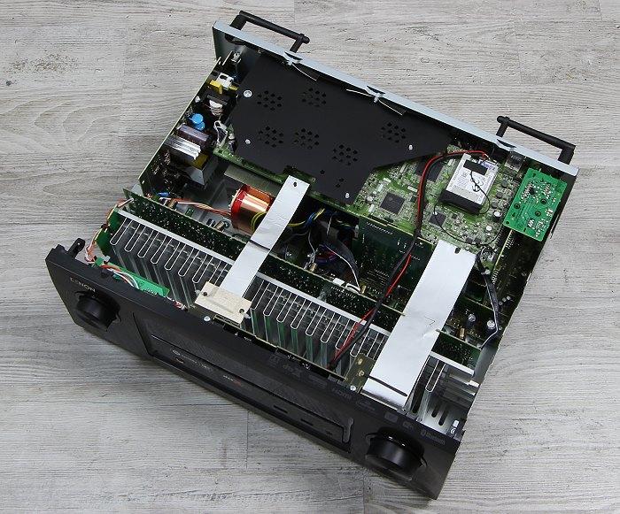 Denon AVR-X3300W Innenleben Gesamt