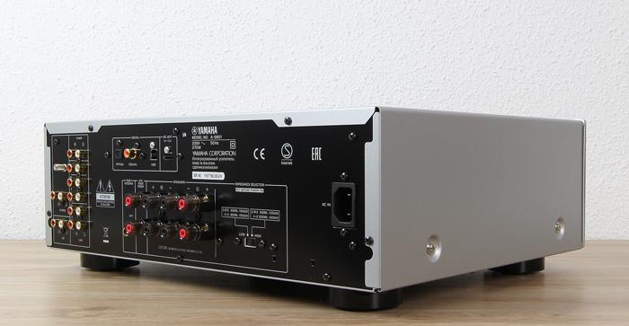 Yamaha-A-S801-Rueckseite-Seitlich