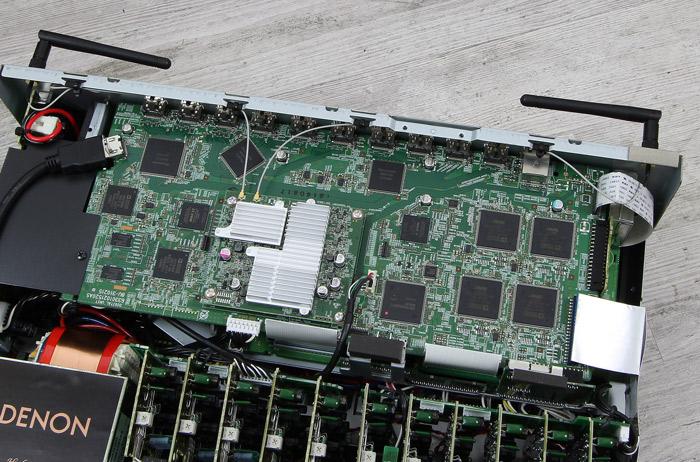 Denon-AVR-X6300H-Innenleben1