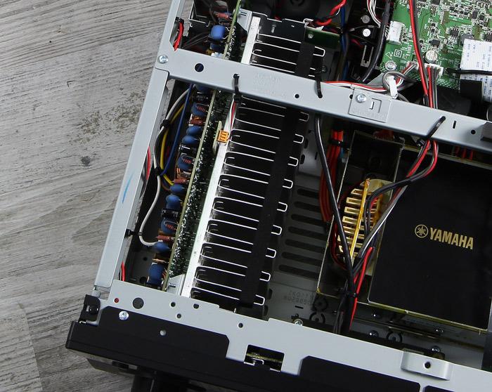 Yamaha-RX-A2060-Innenleben2