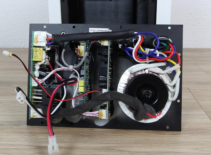 Elac-Active-Monitor-AM-200-Innenleben1