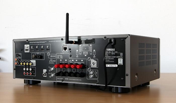 Yamaha RX-V483 Rueckseite Seitlich
