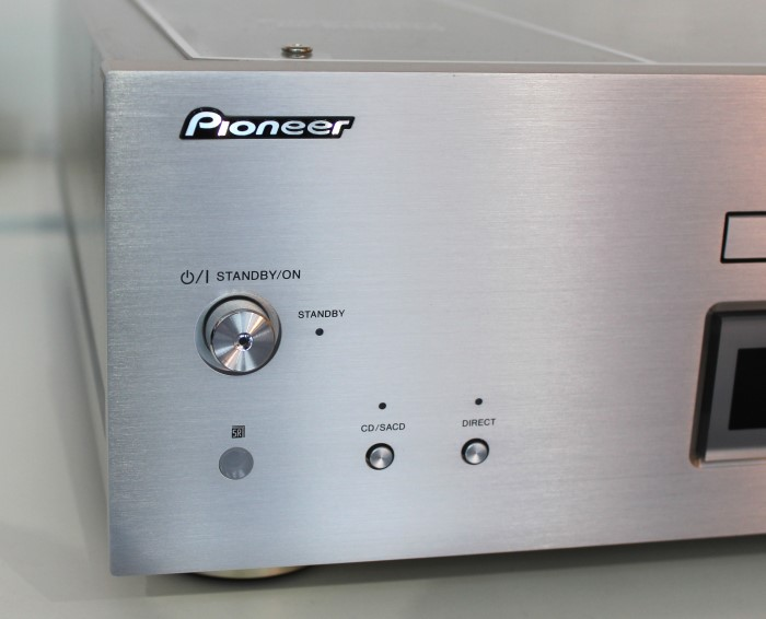 Pioneer_PD70AE_front_links_detail