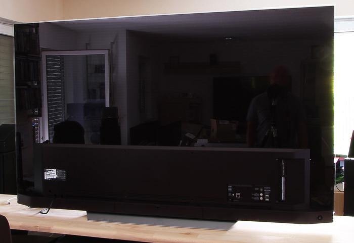 LG-OLED-TV-E7V-Rueckseite-Seitlich2