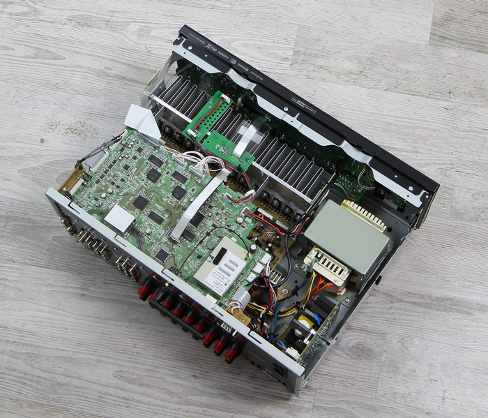 Yamaha-RX-A870-Innenleben-Gesamt