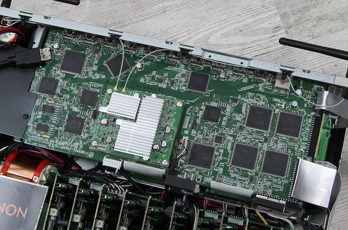 Denon-AVR-X6400H-Innenleben1