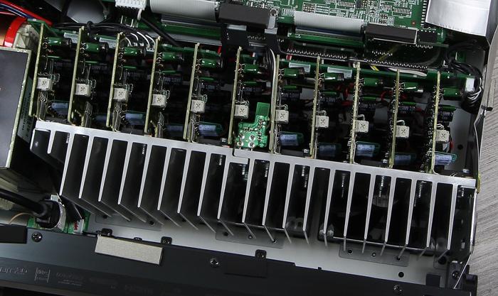 Denon-AVR-X6400H-Innenleben2