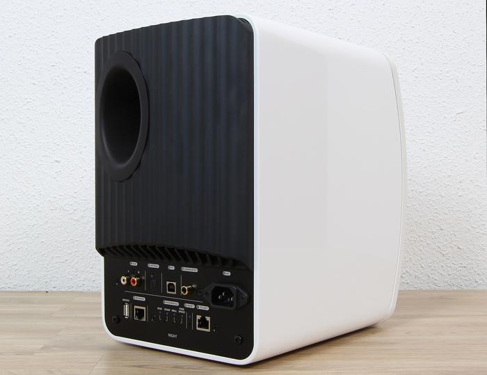 KEF-LS50-Wireless-Right-Rueckseite-Seitlich