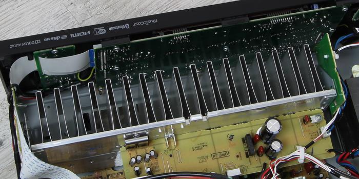 Yamaha-RX-V483-Innenleben3