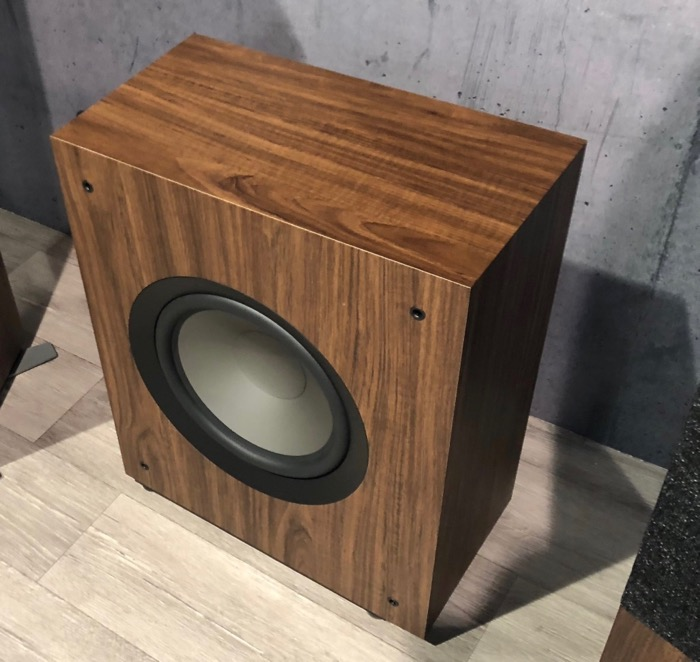 Jamo Studio 8 Subwoofer gross