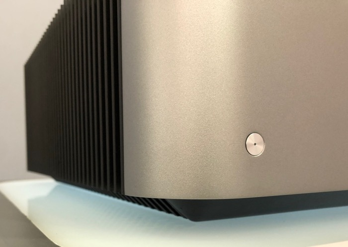 Cambridge Audio Edge W Detail Front