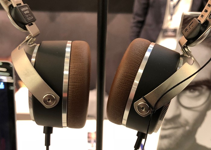 beyerdynamic_high_end_2018_aventho_wired_braun_detail