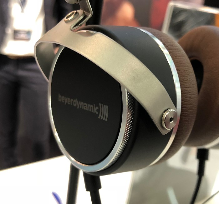 beyerdynamic_high_end_2018_aventho_wired_detail2