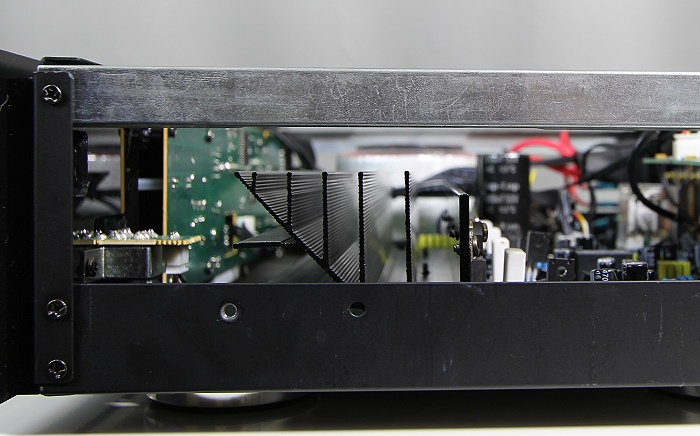 Advance Acoustic X-i60 Innenleben Kuehlkoerper