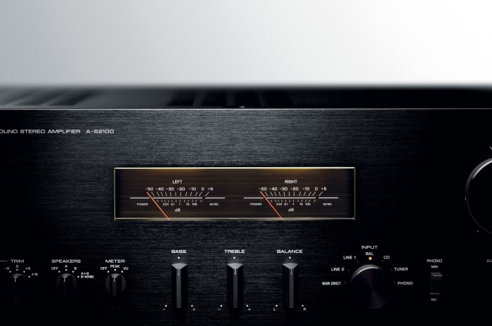 Yamaha_AS2100_Stereo_Amplifier_VU_Meter