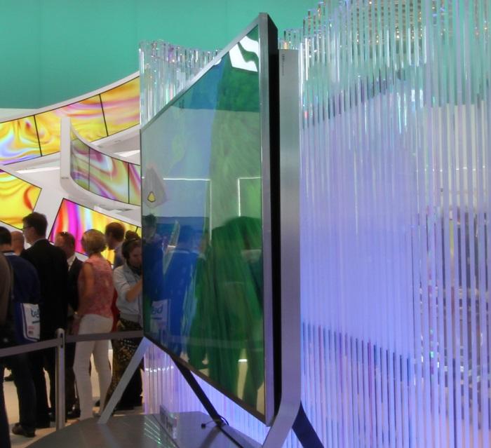 Samsung Bendable UHD TV Seitenansicht Gerade