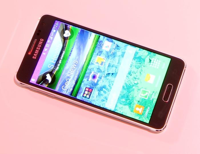 Samsung Galaxy Alpha Front Seitlich1