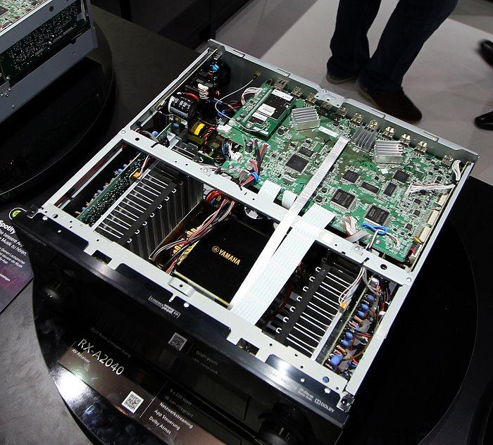 Yamaha RX-A2040 Innenleben Gesamt
