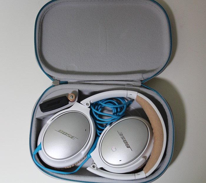 Bose_QC25_in_case
