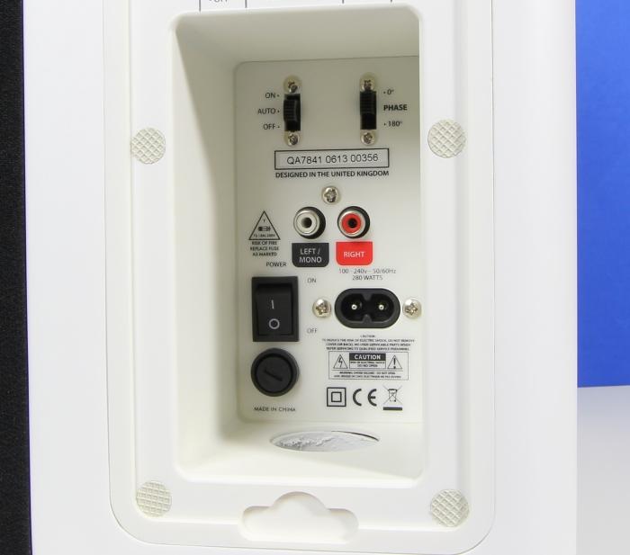 Q Acoustics 7000i Sub Anschluesse Bedienelemente Rueckseite