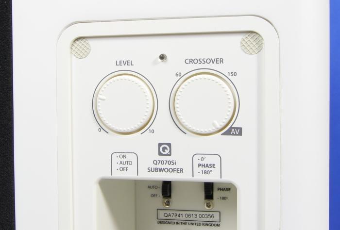 Q Acoustics 7000i Sub Bedienelemente Rueckseite