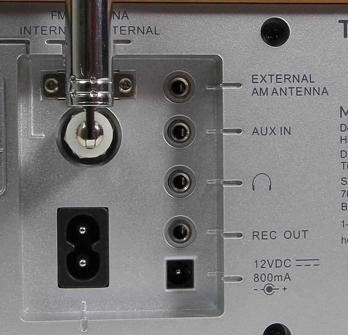 Tivoli Model One BT Anschluesse Rueckseite
