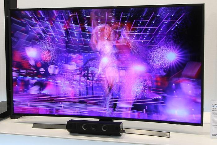 Samsung JU7590 Front Seitlich