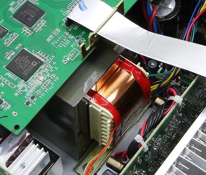 Denon AVR-X3200W Innenleben4