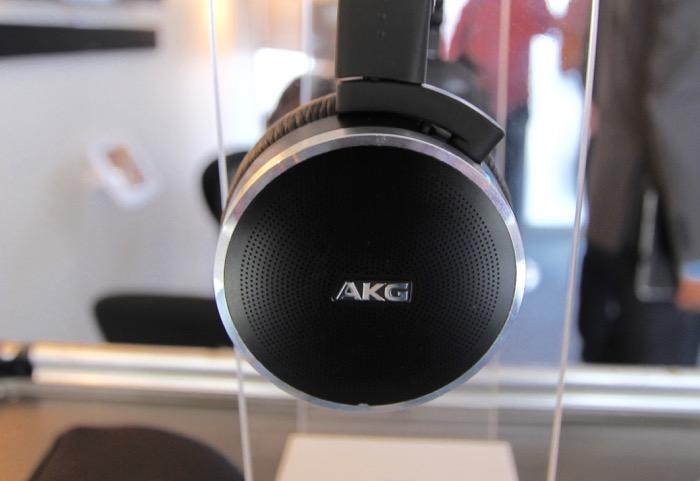 AKG N60 Seite Detail
