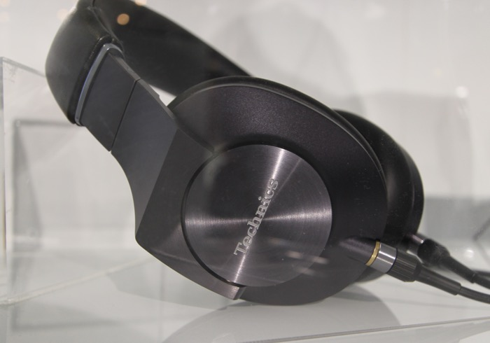 Technics EAH-T700 titel