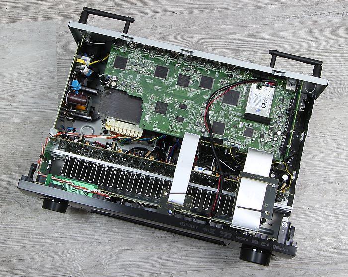 Denon AVR-X2200W Innenleben Gesamt