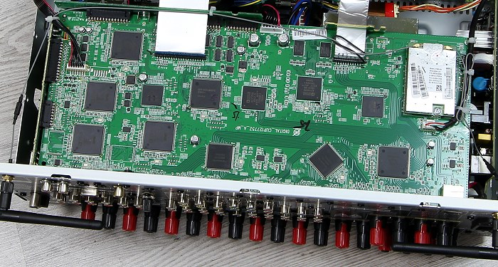 Denon AVR-X4200W Innenleben1
