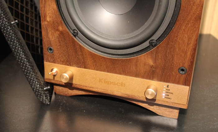 Klipsch_Heresy_powered_monitors_unten