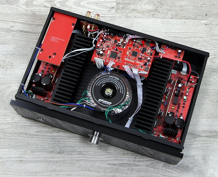 Advance Acoustic X-i105 Innenleben Gesamt