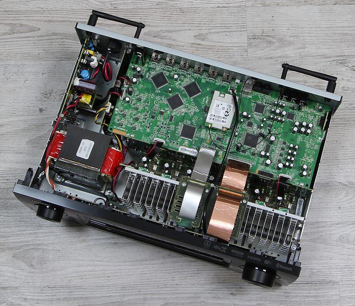 Denon AVR-X1300W Innenleben Gesamt